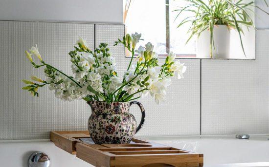 4 façons d'embellir votre salle de bain pour le printemps