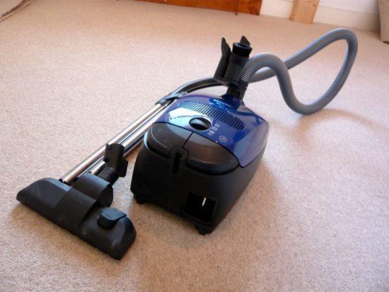 Aspirateur VS balai : l'équipement le plus efficace pour le nettoyage