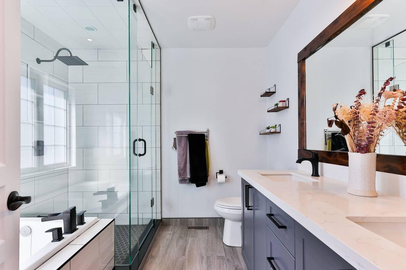 Comment moderniser une salle de bain ? - Ici et là Immobilier
