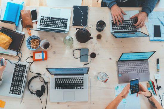 Comment les entreprises s'adaptent-elles aux évolutions du numérique?