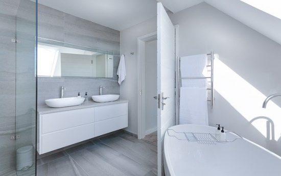 Comment sécuriser une salle de bain pour les enfants ?