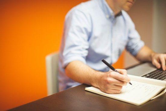 Immobilier d'entreprise : pourquoi passer par une agence ?